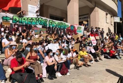 """Basta bugie, fermiamo il Greenwashing"", Fridays for Future ad Ancona"