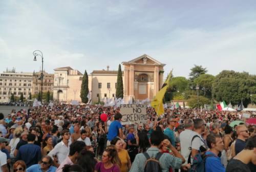 Gruppo di anconetani a Roma per dire «No alla vaccinazione e no al Green pass»