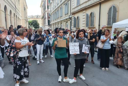 Ancona, manifestazione contro il Green pass davanti al Tribunale: Italexit si appella alla Magistratura