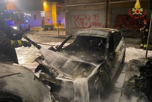 Civitanova, auto a fuoco nella notte. Scoperto e fermato il piromane