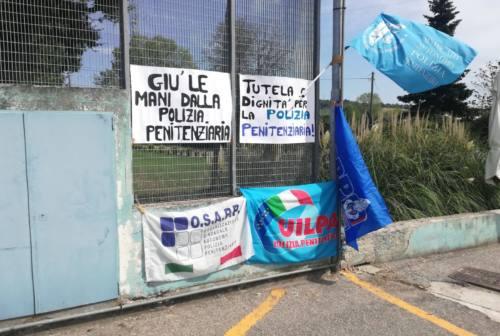 Pesaro, detenuto dà in escandescenze: fermato dal cappellano del carcere