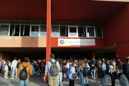 Pesaro, prima campanella tra speranze di restare in presenza e controlli sui Green pass