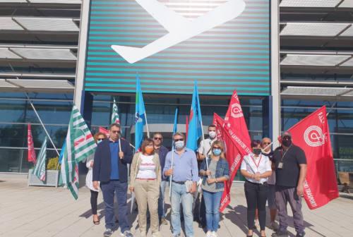Aeroporto, sit-in dei sindacati. Sugli esuberi ex Aerdorica: «No ai licenziamenti»