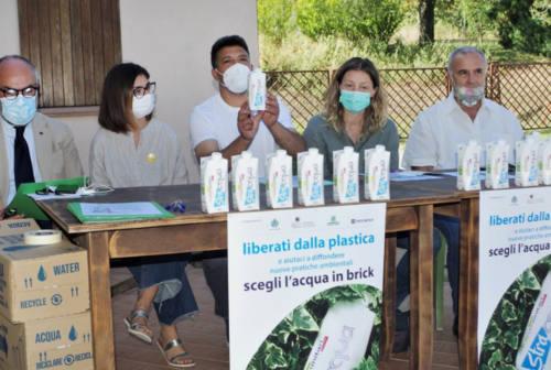 Dalla plastica al tetrapak: l'acqua ecosostenibile in nome dell'ambiente