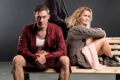 Ascoli, successo pieno per la commedia romantica di Piccioni a teatro: Timi e Mascino incantano il pubblico