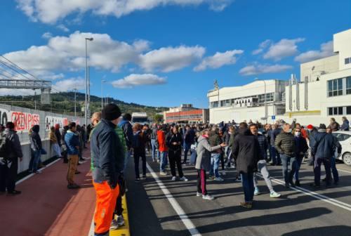 """""""No al Green pass"""": ad Ancona la protesta corre tra via Mattei, Archi e piazza del Plebiscito – FOTO"""