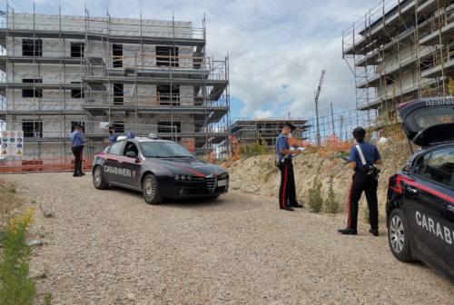 Lavoratori senza contratto e irregolarità, controlli dei carabinieri nei cantieri della ricostruzione