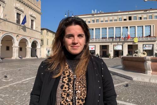 Pesaro, controlli su vetrine sfitte e saracinesche: scatta l'operazione decoro con multe fino a 500 euro