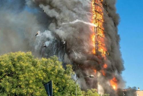 Incendio alla Torre di Milano, scattano le perquisizioni in una ditta di Osimo
