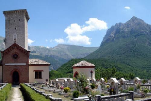 Cimitero di Ussita, definito il piano per la rimozione delle macerie. Castelli: «Memoria storica che va preservata»