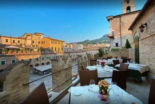 Marche, Dalla Vigna alla tavola: appuntamento ad Ascoli in piazza del Popolo per vino e olive all'ascolana