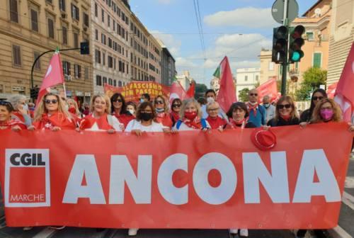 Roma, gremita la piazza dopo l'assalto alla Cgil. Più di un migliaio i marchigiani nella capitale