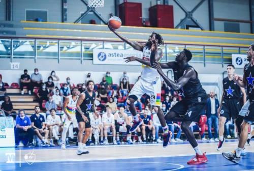"""Basket, la Ristopro Fabriano """"stecca"""" la prima"""