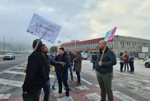 Green pass, ancora proteste ad Ancona. Presidio in via Mattei e manifestazione in Piazza Roma