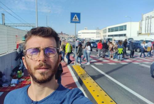 No Green pass: deputato osimano Giuliodori in visita al presidio di Ancona