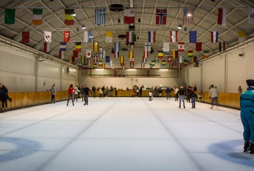 Apre la pista di pattinaggio sul ghiaccio di Monsano, l'unica indoor delle Marche