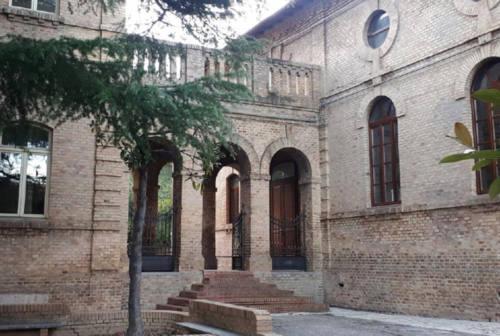 Scuola Mancinelli a Castelleone di Suasa, è scontro tra maggioranza e opposizione